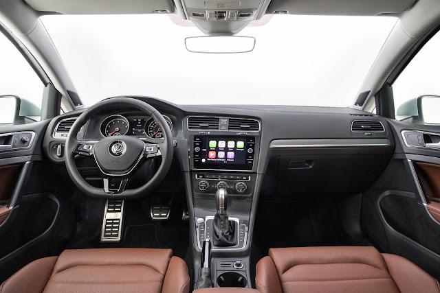 Interior view of 2018 Volkswagen Golf Alltrack