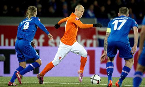 Robben chơi tốt nhưng không thể kéo Hà Lan