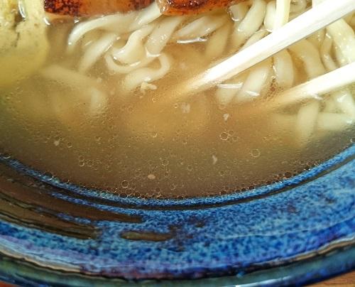 はま家そばのスープの写真