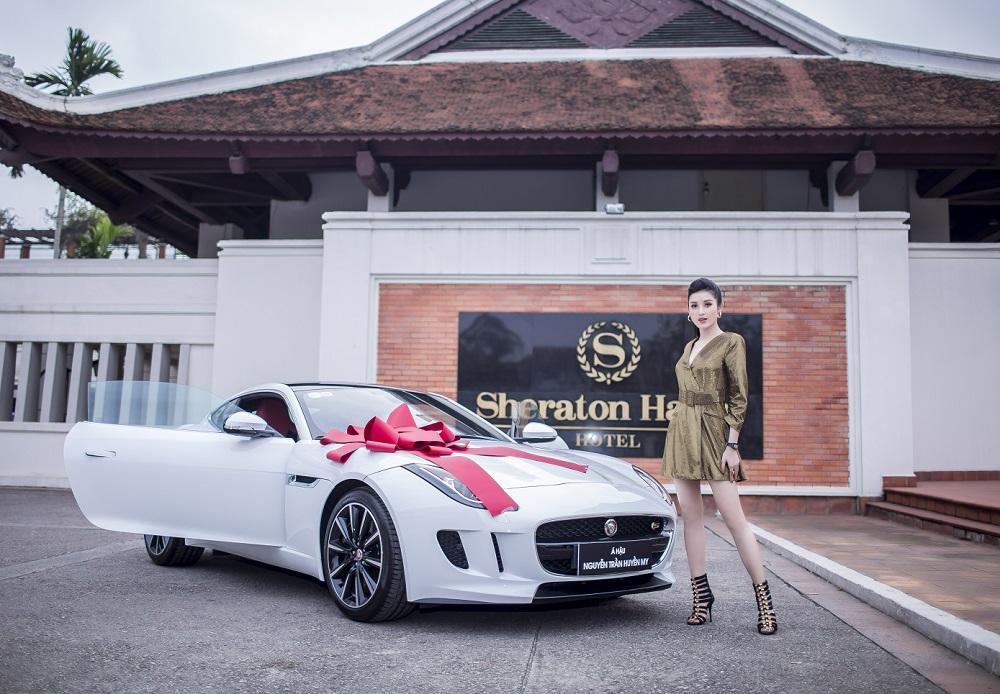 Á hậu Huyền My tậu Jaguar F-Type giá 6 tỷ đồng