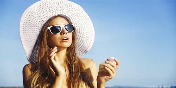 गर्मियों में हमेशा साथ रखें ये 5 ब्यूटी प्रोडक्ट्स, त्वचा को नहीं होगा नुकसान