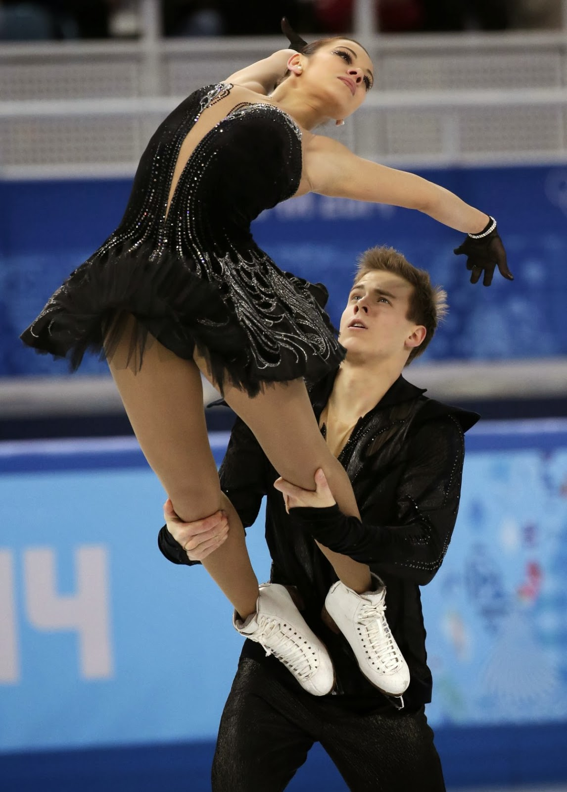 thenewverse news 2014 russia s bronze medalists nikita katsalapov and elena ilinykh brought down the house their performance to tchaikovsky s swan lake