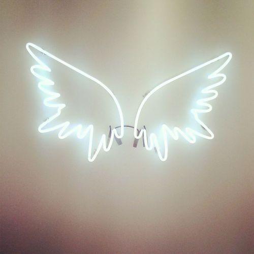 asinhas de anjo feitas de luz