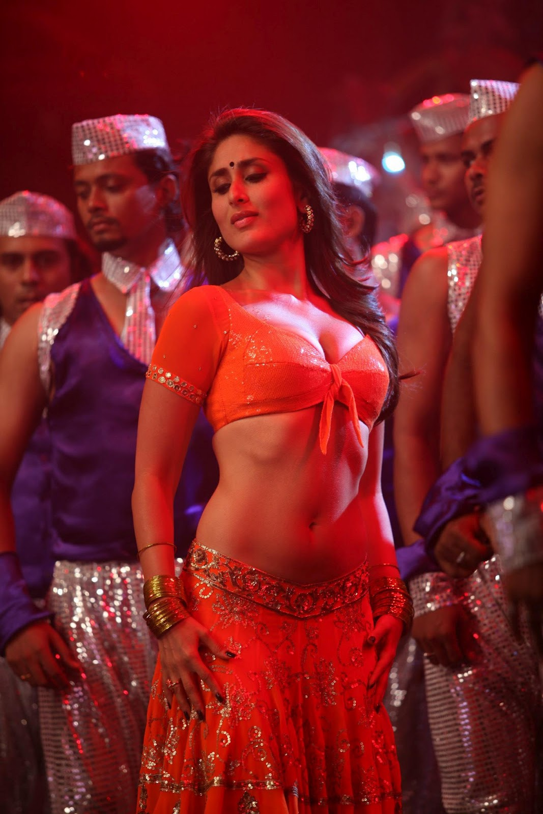 Kareena Kapoor Sexy Stills from item song Halkta 'Halkat Jawani' In Movie 'Heroine'