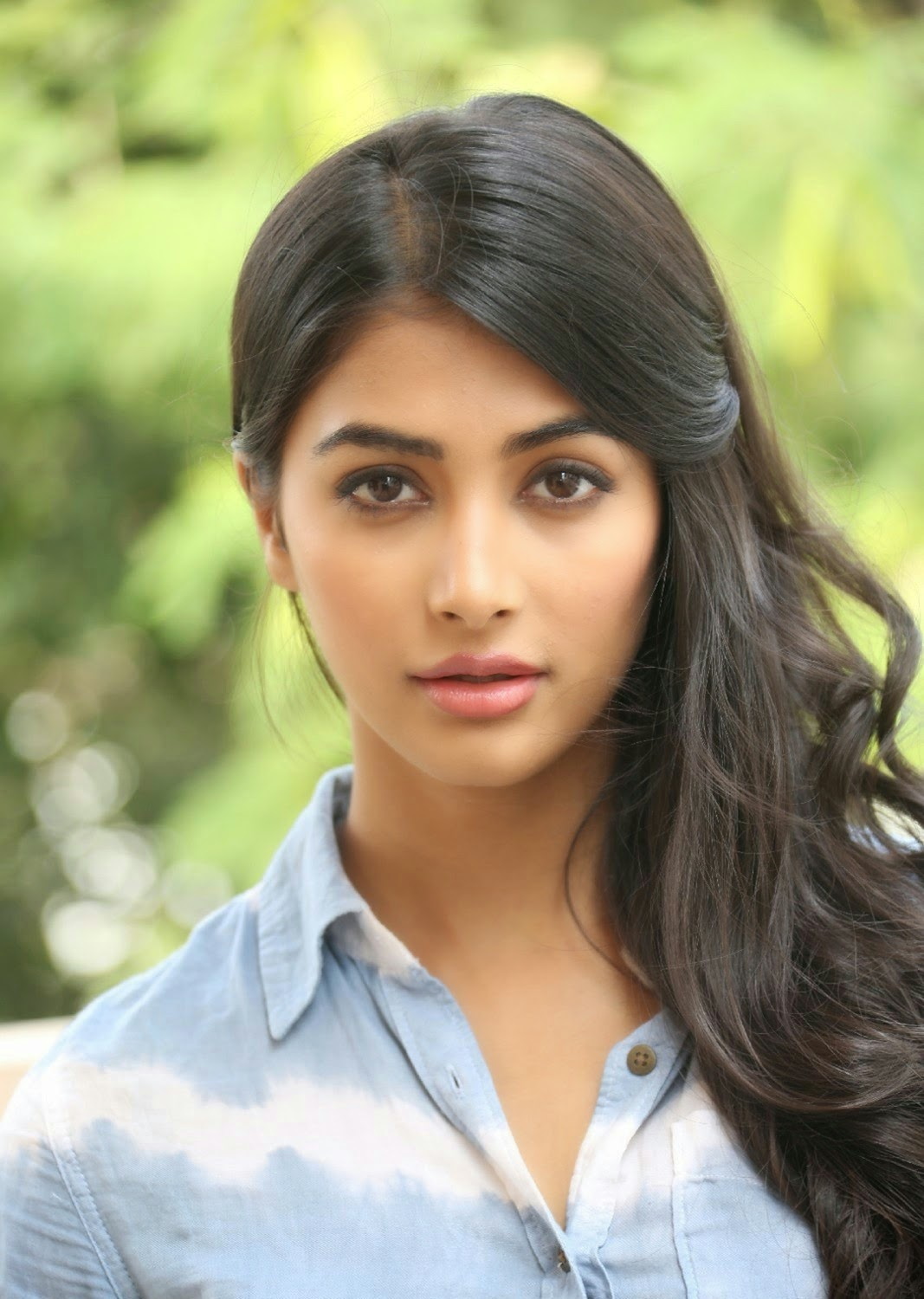 New Simple Girl Wallpaper Pooja Hegde Latest Photo Gallery In Blue Jeans Hq Pics N