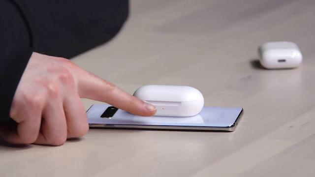 Galaxy Buds Wireless Charging on Galaxy S10