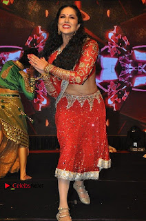 Bollywood Actress Model Sunny Leone Dance Performance in Red Half Saree at Rogue Audio Launch 13 March 2017  0187.jpg