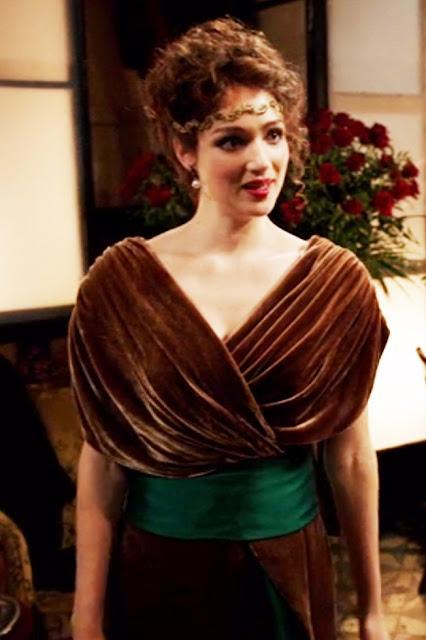 Houdini, minissérie figurino, vestido marron com faixa verde da Bess (Kristen Connolly)