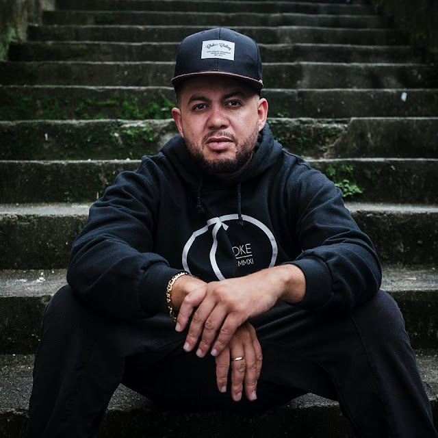 """Comemorando seus 20 anos de rap, Arnaldo Tifu lança Uma nova canção - """" Sobre as cinzas do carnaval"""""""