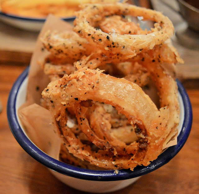 onion rings in  bowl.