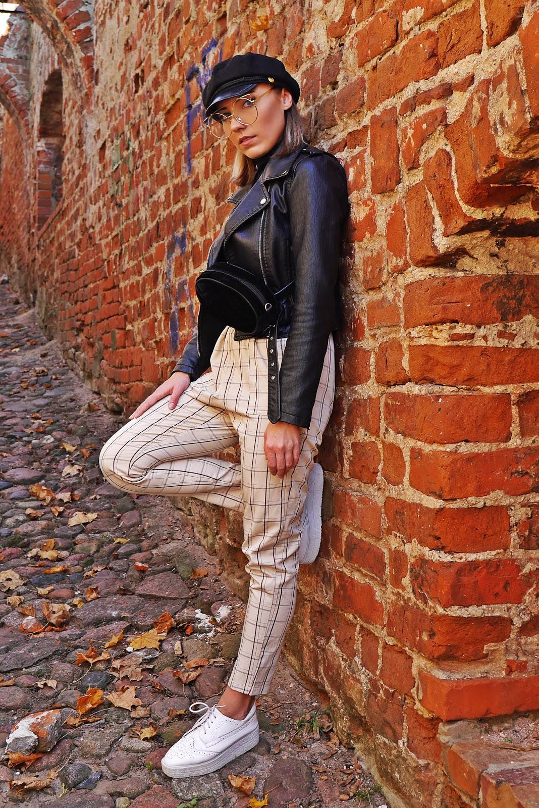 Spodnie w kratę czarna ramoneska czapka z daszkiem karyn blog modowy