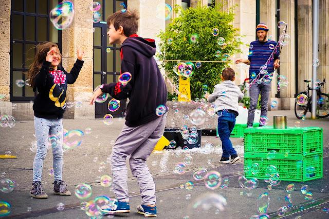 Kinder spielen in der Stadt, (c) michaela gaida, pixabay.com