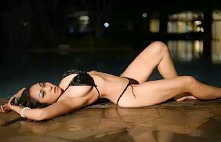 Gambar Bugil Model bikini hitam