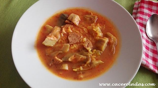 Arroz caldoso con alcachofas y carne