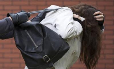 Mulher tem bolsa tomada de assalto no centro de Acopiara-CE