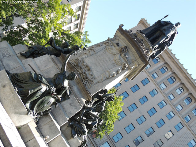 Estatua del Rey Edward VII en la Phillips.Square de Montreal