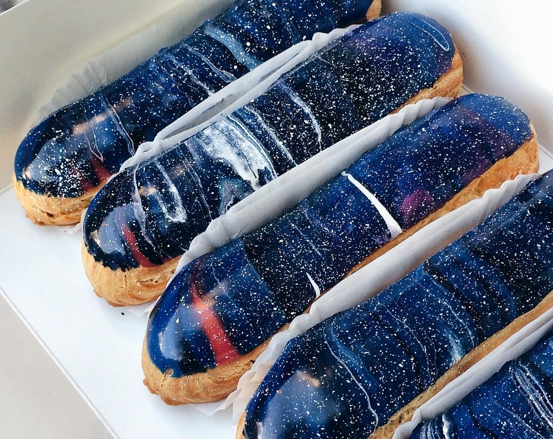 01-Musse-Confectionery-Food-Art-Interstellar-Éclairs-that-map-the-Universe