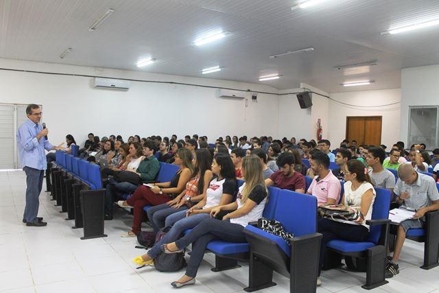alunos do curso de medicina do Campus da UFMA em Pinheiro participaram da palestra 'Medicina centrada nas pessoas' proferida pelo secretário de Estado Extraordinário de Articulação das Políticas Públicas (Seepp), Marcos Pacheco.
