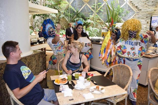 Blitz da Folia estreia para divulgar programação do Carnaval do Recife em hotéis da cidade