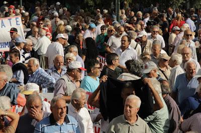 Ενεργοποίηση τηλεφωνικού κέντρου για συνταξιούχους, ελεύθερους επαγγελματίες και αυτοαπασχολούμενους