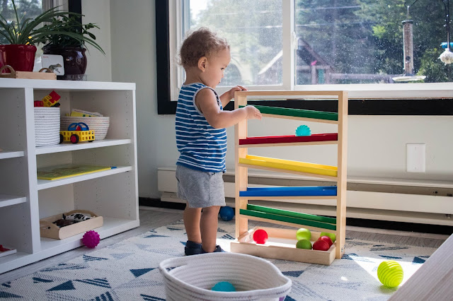 10 minutes of observation with a 20-month-old Montessori toddler: my thoughts and some play ideas