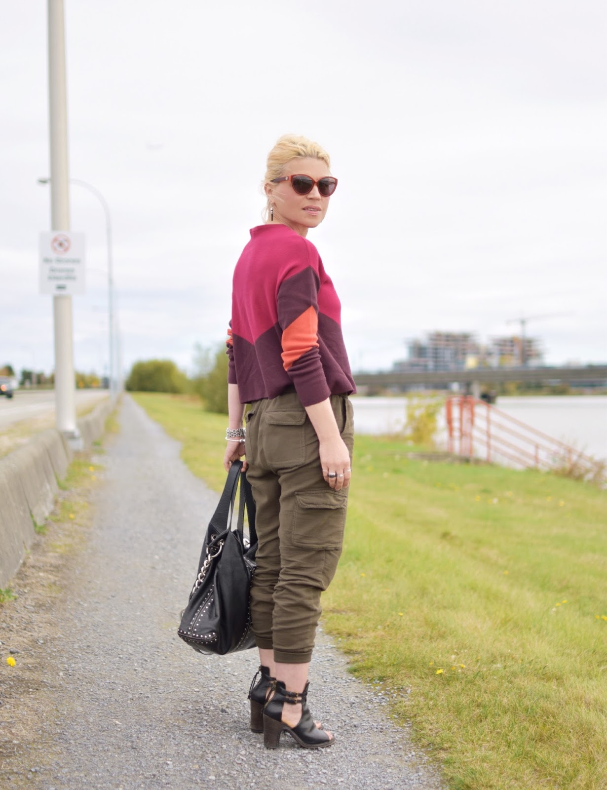 Stormy:  How to style a colour-blocked sweater and slouchy cargo pants