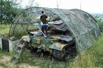 Panzer lustig Mann beim Bügeln Spassbilder