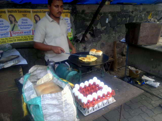 our world tuesday, image-in-ing, bread, eggs, street, food, street photo, street photography, lower parel, mumbai, india,