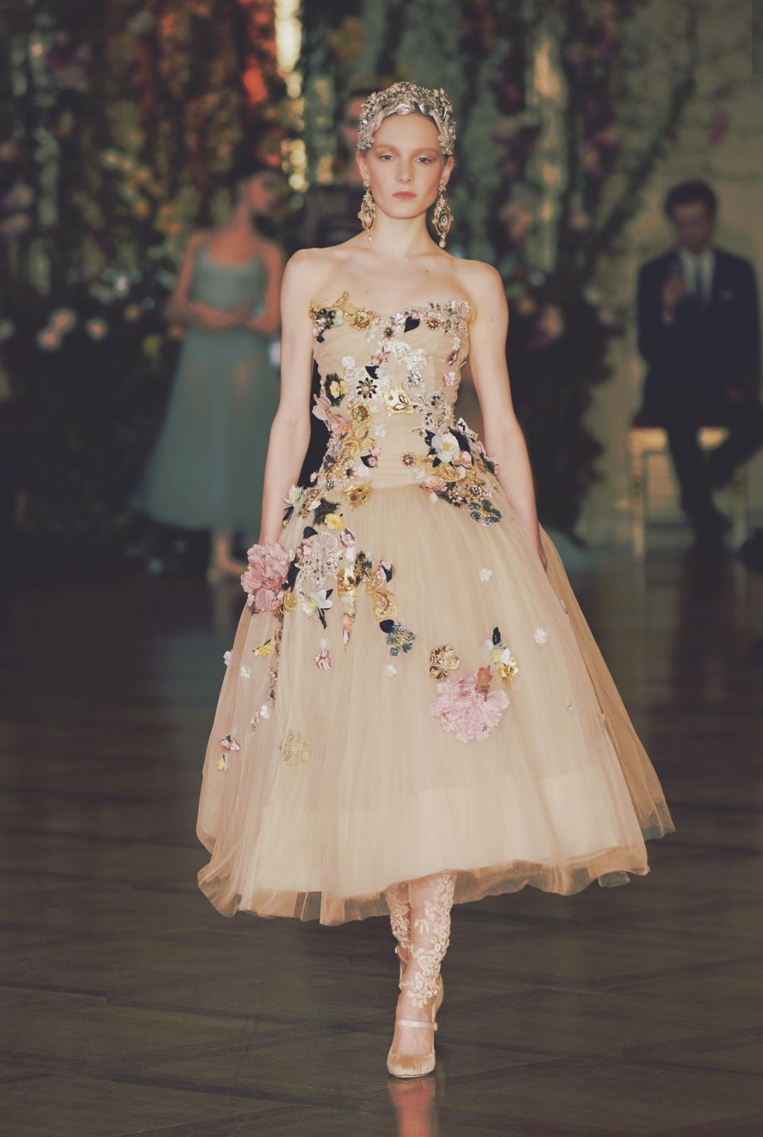Fashion Moda Penélope Cruz In Vogue June Issue: Dolce & Gabbana Alta Moda Spring/Summer