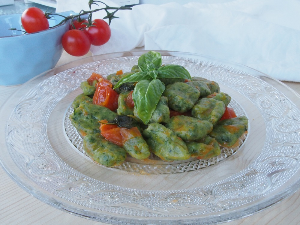 Gnocchi verdi alla rucola e pomodorini pachino