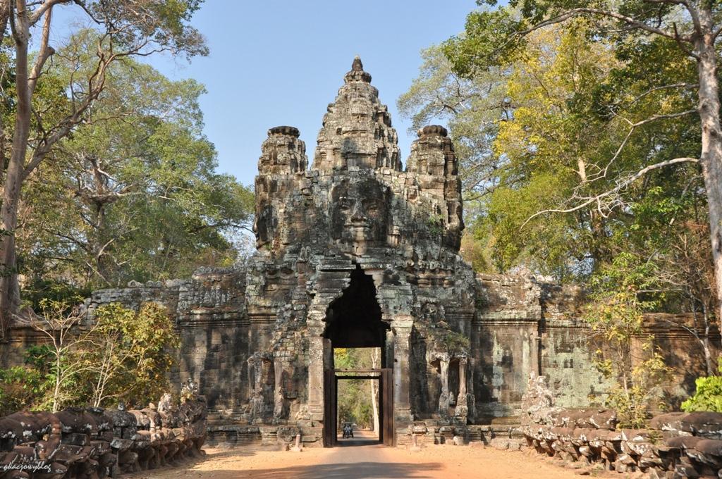 Kambodża - Angkor, w uścisku dżungli.