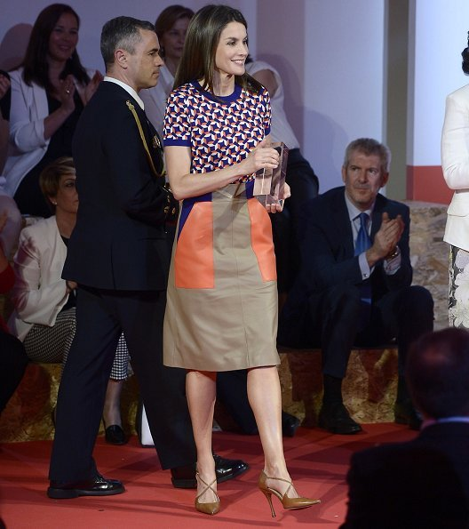 Queen Letizia wore Magrit pumps and Color Blocks Faux Leather A-line Skirt in Black Retro, Indie and Unique Fashion