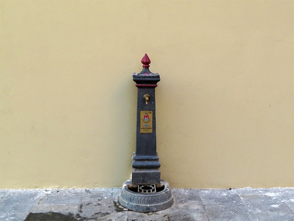 Water fountain, via dei Bottini dell'Olio, Livorno