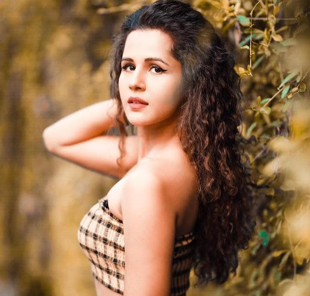 Radhika Bangia, YouTuber