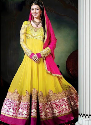 Old is gold. This South Asian style of bridal mehndi dress is pure example.