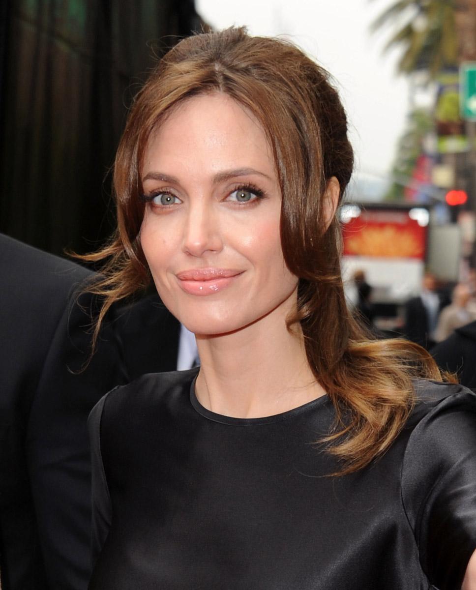 Angelina Jolie pleases Panda premiere plebs | Cool ...
