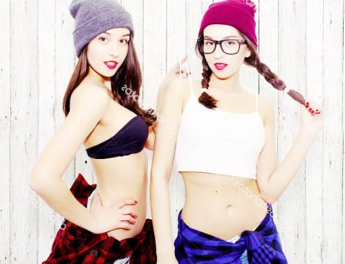 Реальные голые близняшки на www.eroticaxxx.ru: эротика с близняшками (голые сестры близнецы 18+)