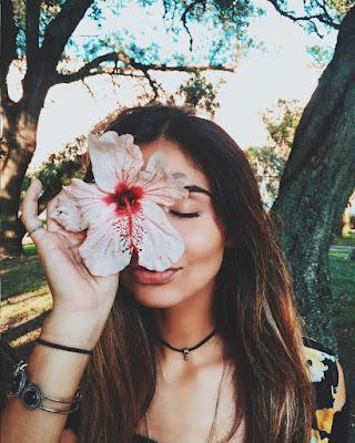 pose con flor en el ojo tumblr