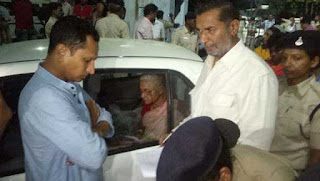 medha-patkar-escorted-to-dhar-jail