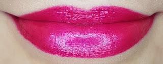Avon mark. Epic Lip Lipstick in Luv U