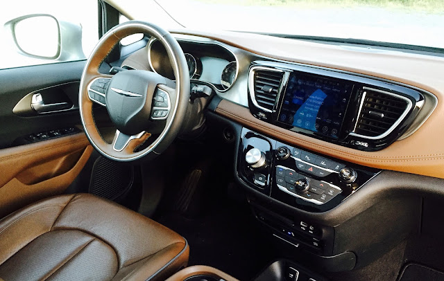 2017 Chrysler Pacifica Limited interior