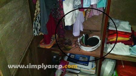 LENYAP : Ini foto kenangan saat rumah saya dibobol maling untuk pertama kalinya kalinya tanggal 20 Februari 2015 yang lalu. Dalam kemalingan ini salah satu barang yang hilang diambil pencuri adalah TV Monitor Flat yang ditaruh dalam lemari ini ada dalam lingkaran warna hitam. Foto Asep Haryono