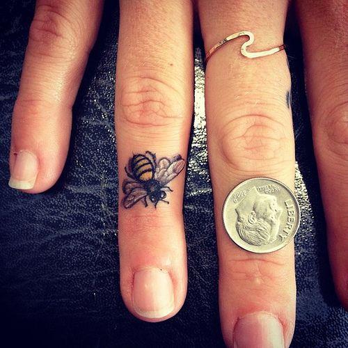 Melhores Dedo Tatuagens De Projetos Para Homens E Mulheres