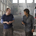 "Mark Ruffalo e o diretor Joss Whedon no set de ""The Avengers"""