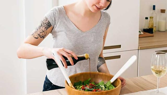 5 Surprising Health Benefits Of Vinegar & How To Consume It For Maximum Benefits
