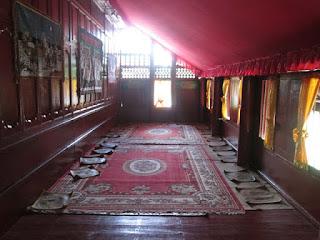 Ruang Depan Pada Krong Bade (Rumah Adat Aceh)