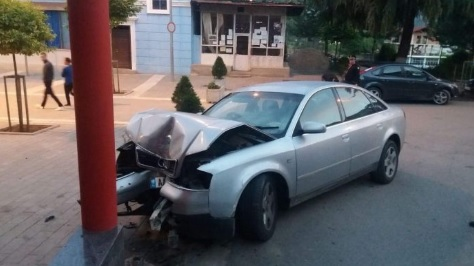 20-year-old girl without licence arrested after crashed the car with the concrete pillar in Librazhd