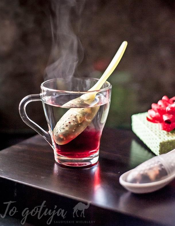 Parzenie herbaty czarnej i ziół