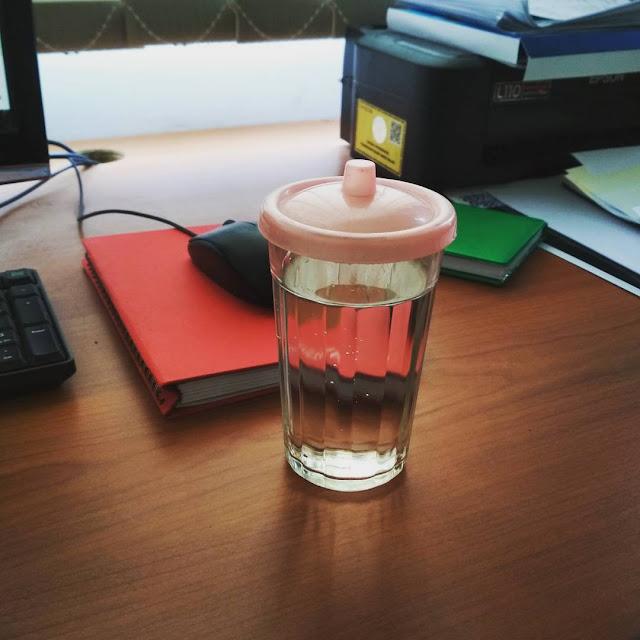 menjaga kesehatan gigi dengan air putih