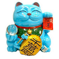 amuleto maneki neko azul